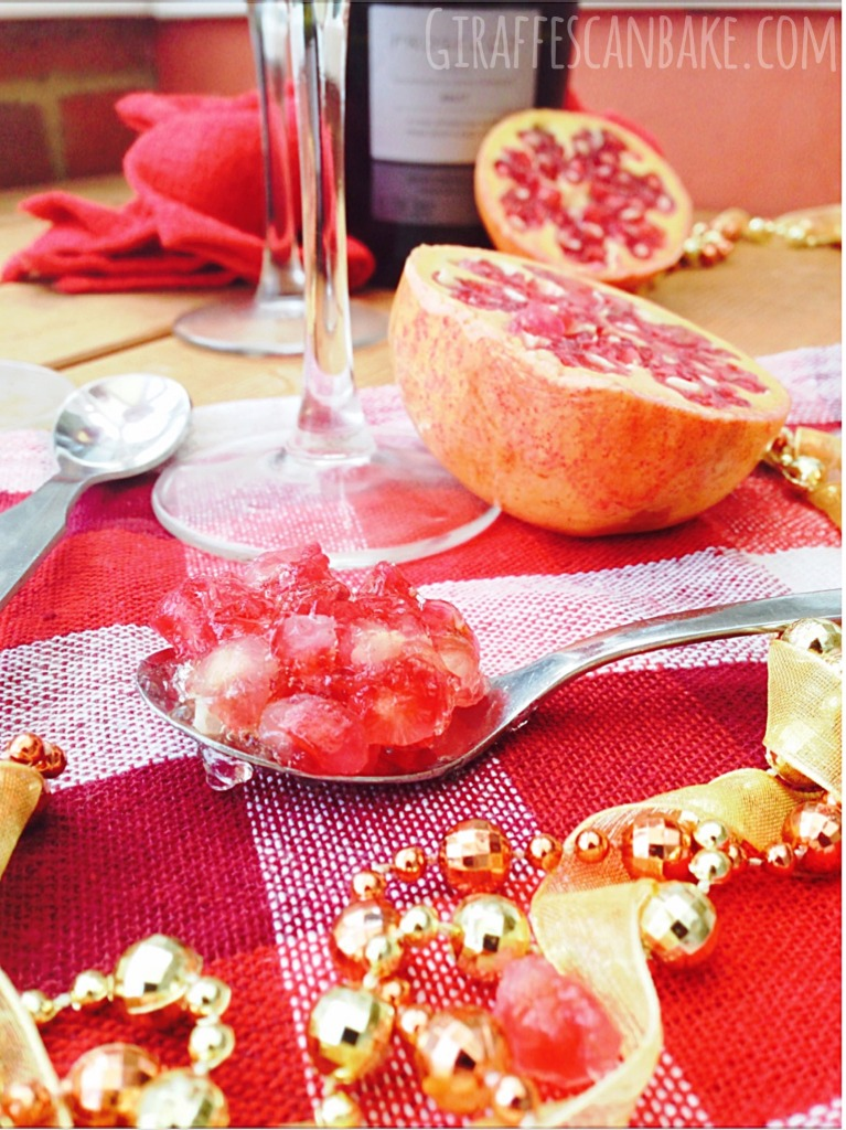 Pomegranate and Prosecco Jello - This Pomegranate and Prosecco Jelly (aka Jell-o) is the ultimate fancy, festive dessert. It's lightly, bubbly and totally delicious. It's make ahead, so perfect for your Christmas dinner parties!