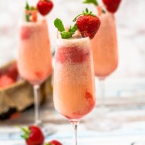 Strawberries and Cream Sorbet Mimosas - These summery and delicious Strawberries and Cream Sorbet Mimosas are so much fun. They're easy to make, with homemade sorbet, and are perfect for brunch, a bridal shower, or a girly night! Pop open the champagne and get to sippin'!