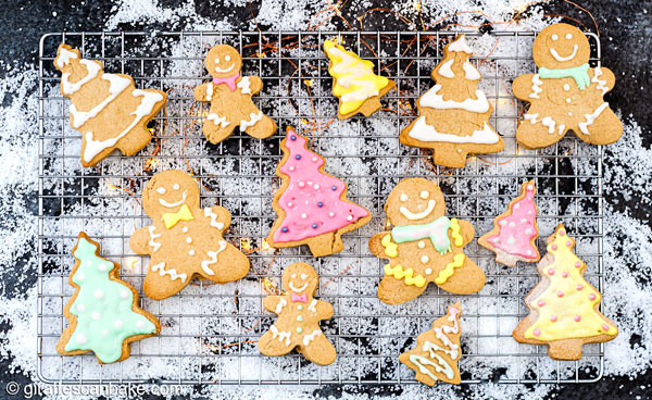 These buttery, melt in your mouth Gluten Free Shortbread Cookies with Cinnamon & Clementine are the perfect Christmas cookies, decorated with royal icing #christmas #christmascookies #holidaycookies #glutenfree #glutenfreebaking #glutenfreeholidays #shortbread #royalicing